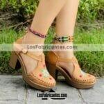 zj00936 Huaraches Mexicanos De Plataforma Artesanales Color Tan De Piel Con bordado de flores altura de tacon 9cm aprox Hecho En Sahuayo Michoacanmayoreo fabricante calzado zapatos proveedor