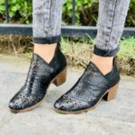 zs01020 Huaraches Mexicanos De Piso Mujer Color Negro De Piel Con diseño de laser altura de 5cm aprox Hecho En Sahuayo Michoacanmayoreo fabricante calzado zapatos maquilador (2)