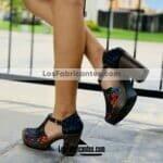 zs01026 Huaraches Mexicanos De Plataforma Artesanales Color Negro De Piel Con Cruces Multicolor Hecho En Sahuayo Michoacanmayoreo fabricante calzado zapatos proveedor sandalias taller maquilador